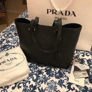 💯AUTH PRADA BLACK LEATHER BAG NWT